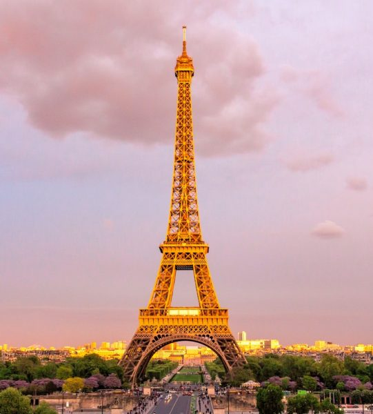 photo-of-eiffel-tower-739407
